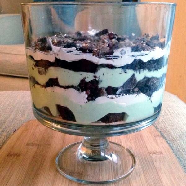 st. patrick's day mint chocolate trifle, dessert, brownie and oreo trifle