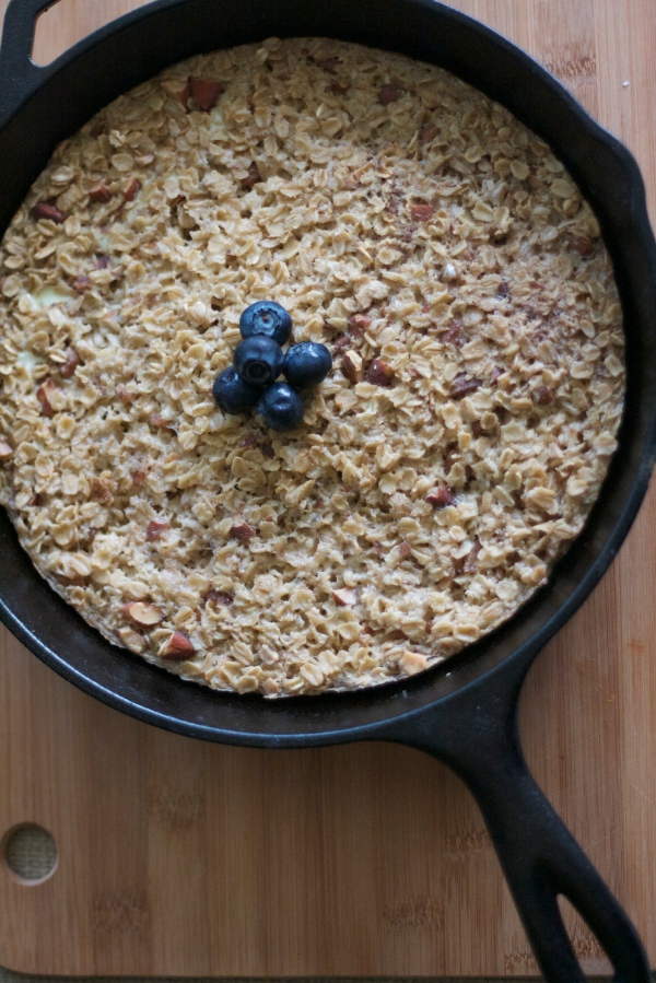 peach blueberry baked oatmeal, oats, baking, brunch, breakfast, peaches, skillet oatmeal, baked oatmeal recipe