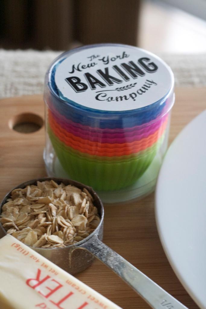 new york baking company, silicone baking cups, banana crumb muffin recipes, breakfast, baking, brunch, recipes, amazon