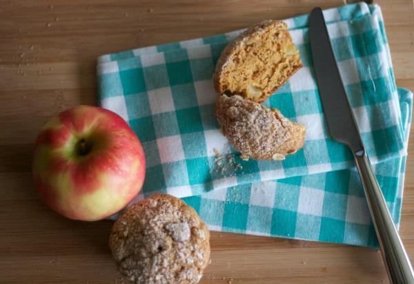 pumpkin apple muffins, recipes, breakfast, brunch, baking, fall, streusel topping, apple, pumpkin