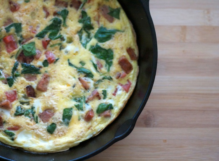 sausage and egg frittata recipe, breakfast, brunch, eggs, whole30, sausage, spinach, vegetable frittata