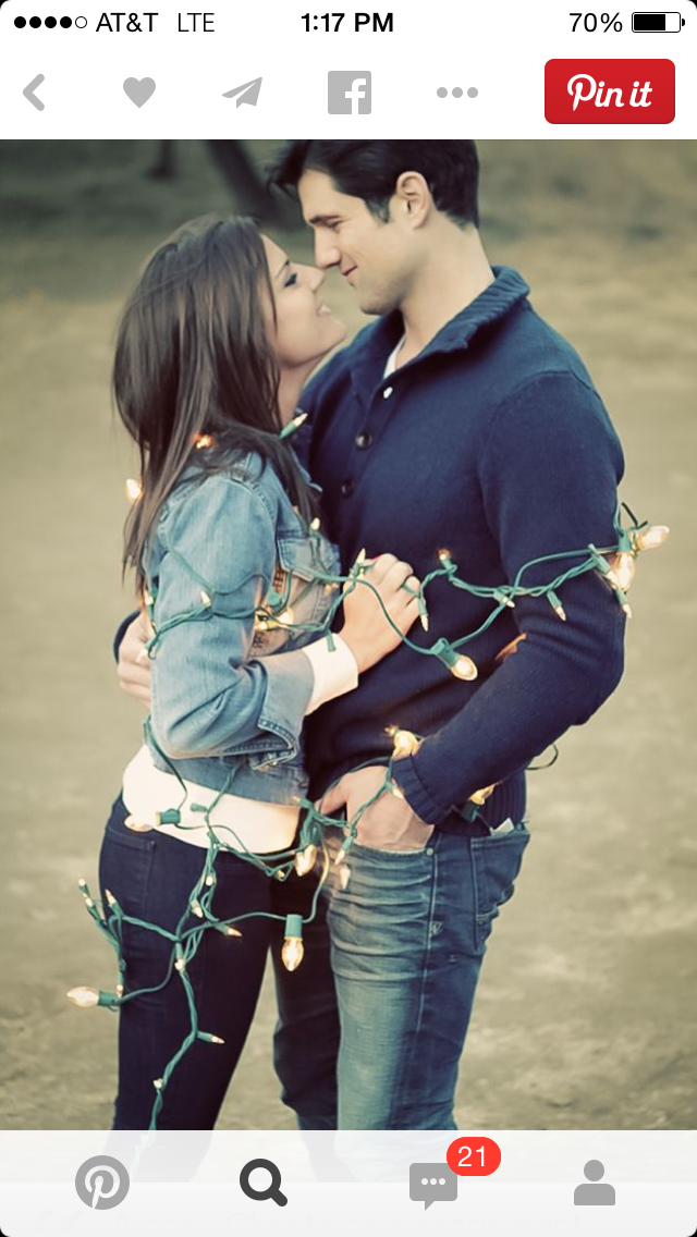 5 ways Pinterest is ruining engagement photos, pinterest, engagement photos, wedding, christmas lights, winter engagement photos