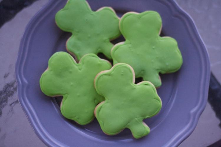 shamrock cookies, iced sugar cookies, st. patrick's day cookies, sugar cookies, st. patrick's day sugar cookies, clover,
