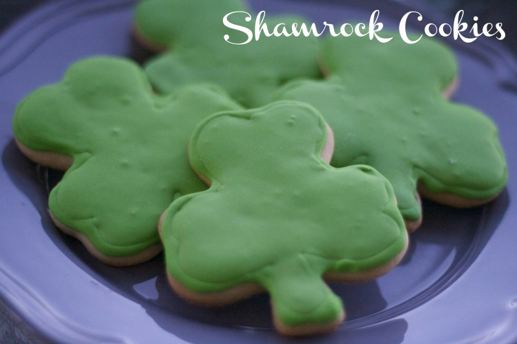 shamrock cookies, iced sugar cookies, st. patrick's day cookies, sugar cookies, st. patrick's day sugar cookies, clover,