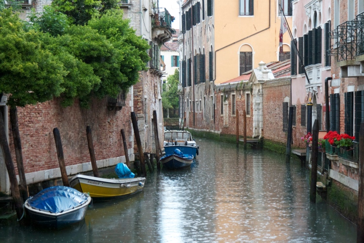 venice, italy, honeymoon in italy, wedding, canal, gondola, summer in venice,