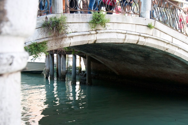 venice, italy, honeymoon in italy, wedding, canal, gondola, summer in venice,