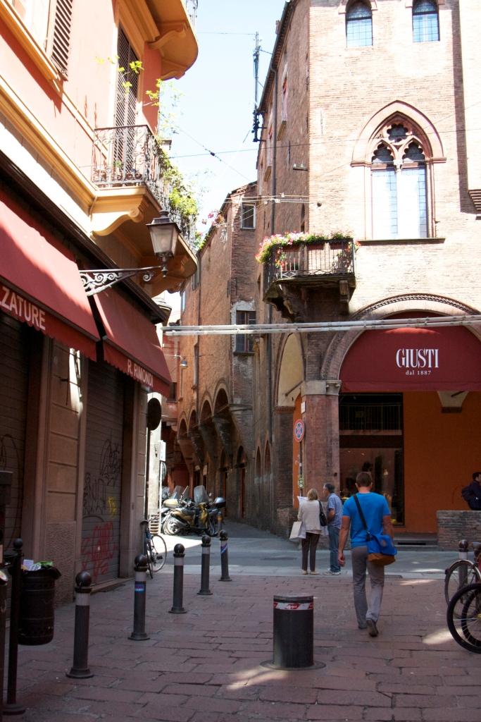 Bologna, italy, honeymoon in Italy, San Luca, basilica, bolognese, open markets, porticoes, travel, summer in italy, bolognese food