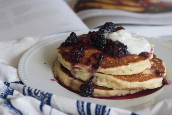 oatmeal yogurt pancakes with blackberry crush, newlywed cookbook, blackberry, breakfast, pancakes, yogurt, brunch,