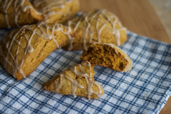 pumpkin scones, pumpkin recipes, baking, starbucks pumpkin scones, pumpkin spice scones, recipes, breakfast, brunch