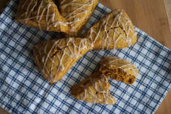pumpkin scones, pumpkin recipes, baking, starbucks pumpkin scones, pumpkin spice scones, recipes, breakfast, brunch